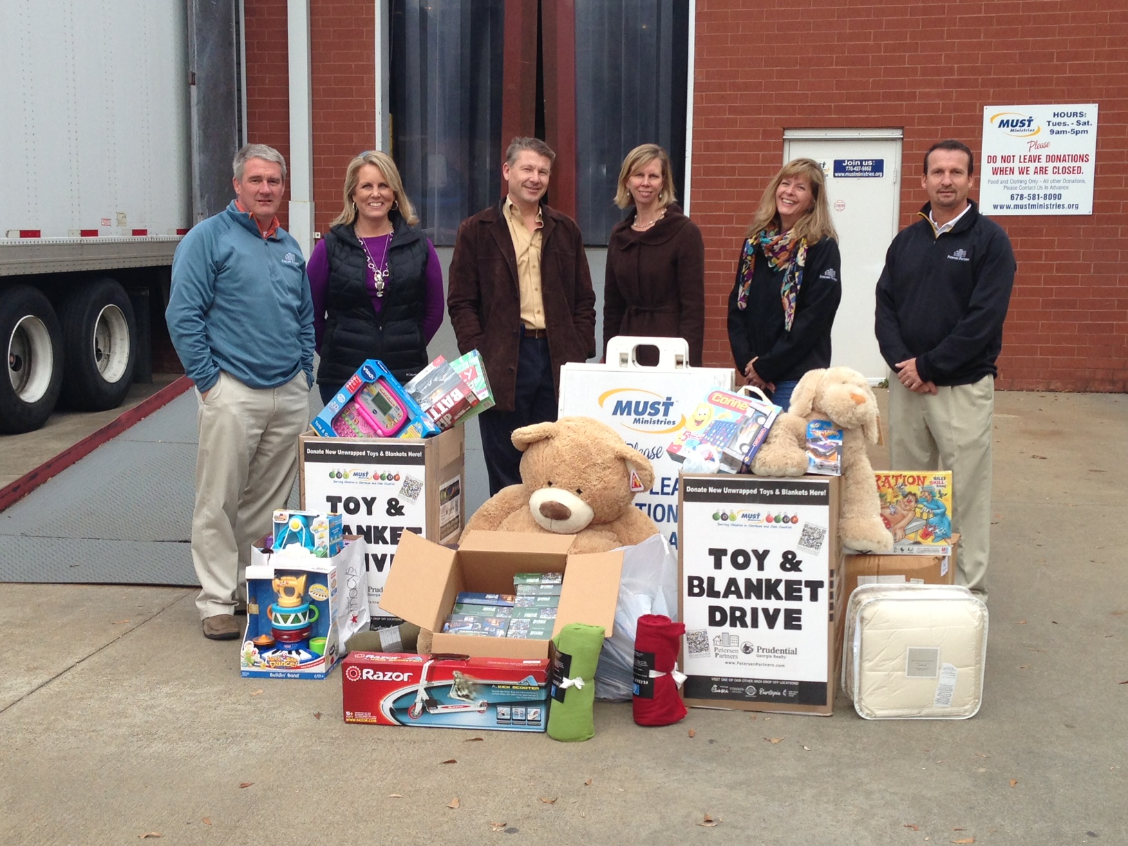 Petersen Partners delivers Christmas gifts