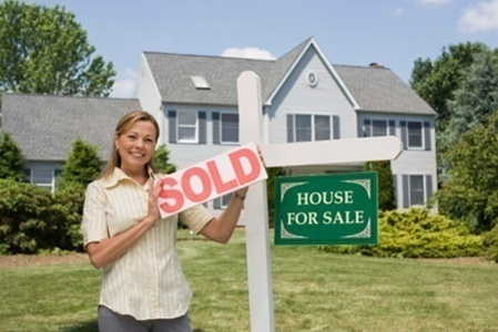 sold_sign_agent_holding